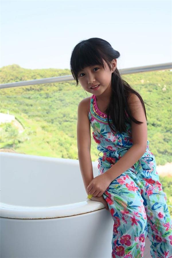 Cô bé được được kì vọng sẽ là thế hệ tài năng trong tương lai của làng giải trí xứ Cảng Thơm.