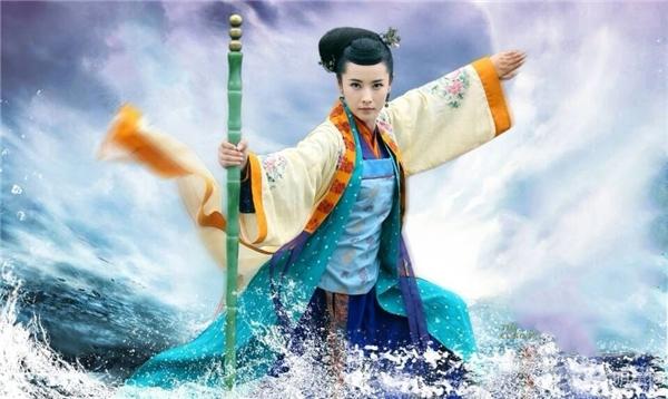 Hoàng Dung là một trong những Bang chủ đã làm rạng danh môn phái nhờ bí kíp Đả Cẩu Bổng Pháp.