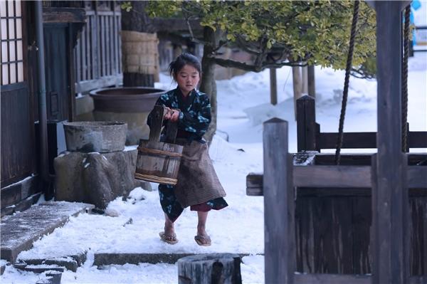 Đạo diễn Shin Togashi đã khắc họa thành công hình ảnh đứa bé lam lũ, cực khổ lo cho gia đình. (Ảnh: Internet)