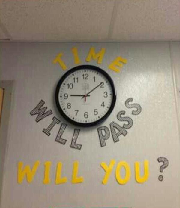 """""""Thời gian đang trôi qua dần dần, liệu em có 'qua' nổi bài thi này không?""""."""