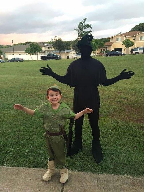Đây chính là Peter Pan và cái bóng của mình ư? Một ý tưởng hóa trang không tồi đấy.