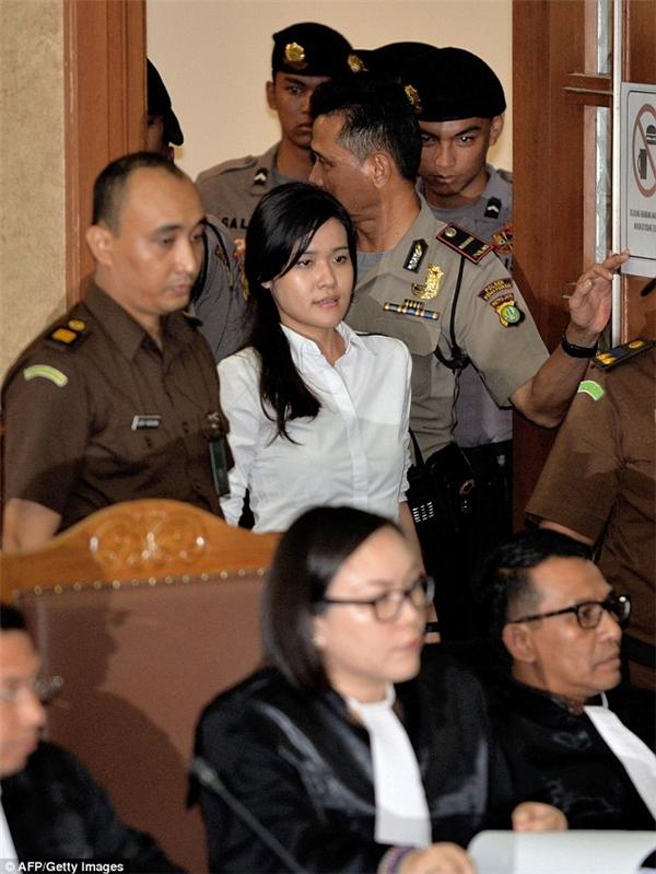 Thủ phạm đầu độc bạn thân khuyên chia tay cười vui vẻ trước tòa
