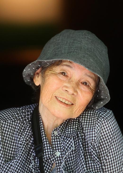 Lần đầu tiên cầm máy ảnh trên tay, cụ Kimiko đã 71 tuổi.