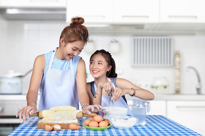 Khả Ngân và Salim cũng dành thời gian thử trổ tài bếp núc và cùng khám phá những công thức mới mẻ. - Tin sao Viet - Tin tuc sao Viet - Scandal sao Viet - Tin tuc cua Sao - Tin cua Sao