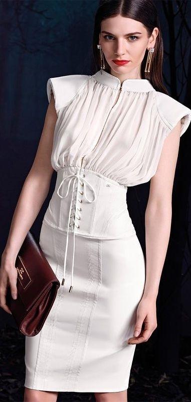 Phần dây buộc của áo corset được sử dụng để làm thành phần lưng váyrất đẹp.