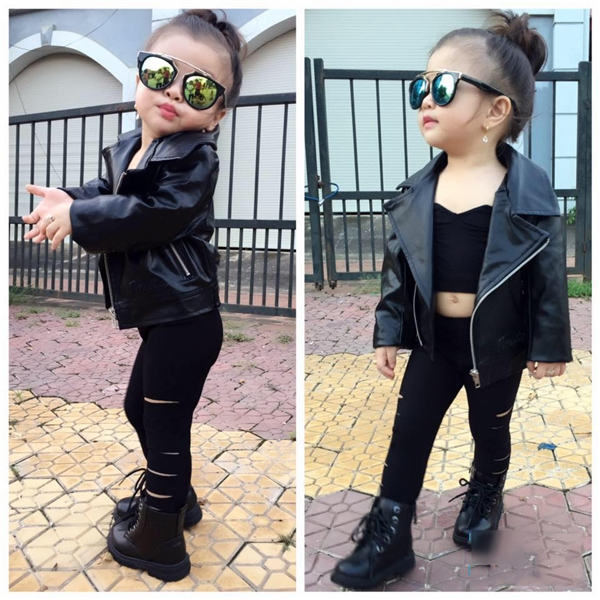Nhiều người cho rằng gia đình đang lợi dụng Bảo Trâmđể kinh doanh thời trang, đồng nghĩa với việccướp mất tuổi thơ vô tư, hồn nhiên của bé.
