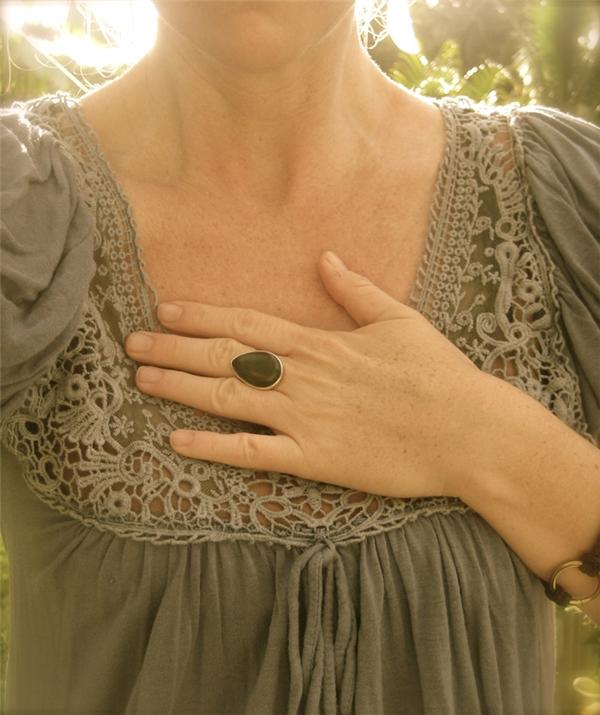 Đứng thở, tim đập nhanh: Nếu đột ngột bị đứng thở, tim đập nhanh và rộn ràng, đó là dấu hiệu đột quỵ ở phụ nữ.