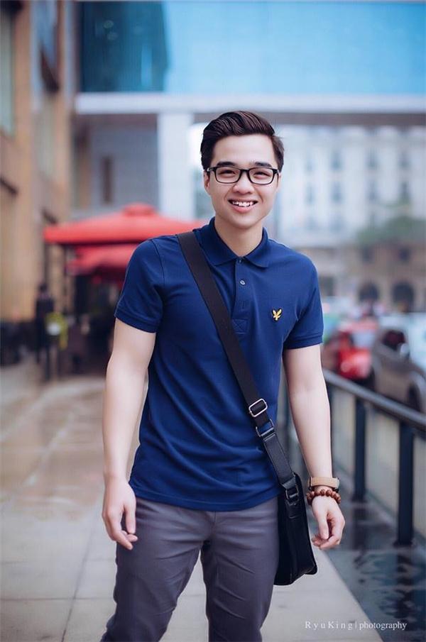 Anh chàng hiện làsinh viên củaHọc viện Báo chí và Tuyên truyền và làcựu học sinh trường THPT Đống Đa, Hà Nội.