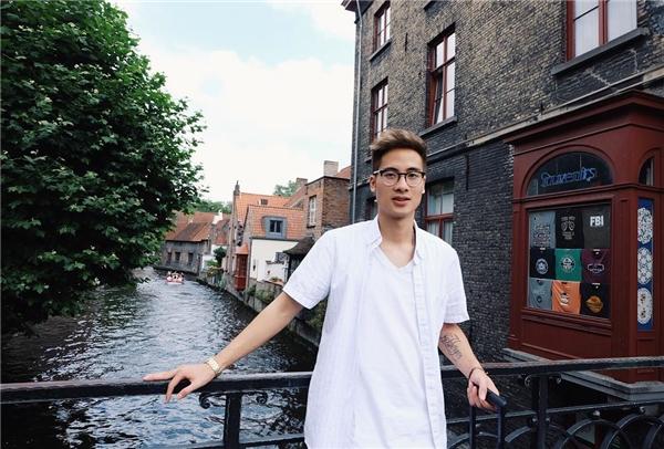Chàng VloggerJVlà một trong những cái tên được rất nhiều bạn trẻ hâm mộ.(Ảnh: Internet)