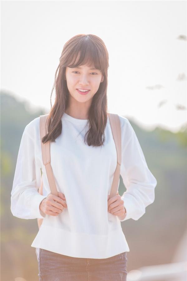 Ở tuổi 35, Song Ji Hyo vẫn thừa sức trở thành nữ sinh thơ ngây