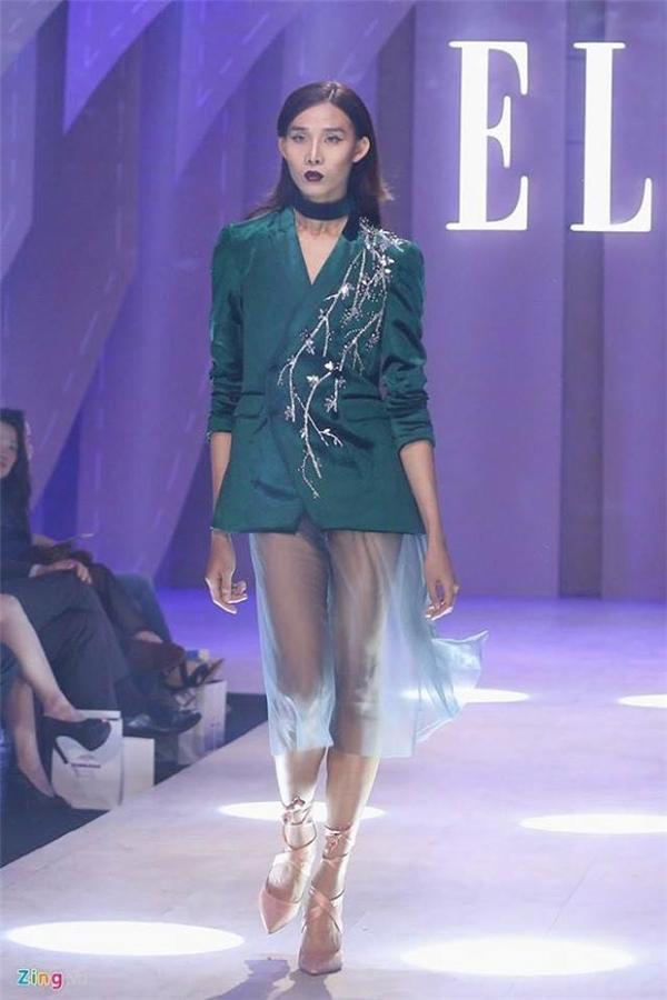 Mid Nguyễn và lần xuất hiện gần đây nhất trên sàn diễn Elle Fashion Journey 2016. (Ảnh: Zing.vn, Anyarena)