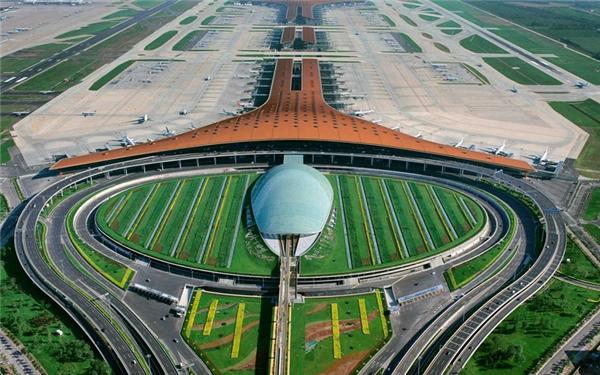Sân bay quốc tế Bắc Kinh, Trung Quốc được xếp hạng các sân bay bận rộn thứ hai chỉ sau sân bay quốc tế Hartsfield Atlanta vào năm 2009 với khoảng 50 triệu lượt người mỗi năm.