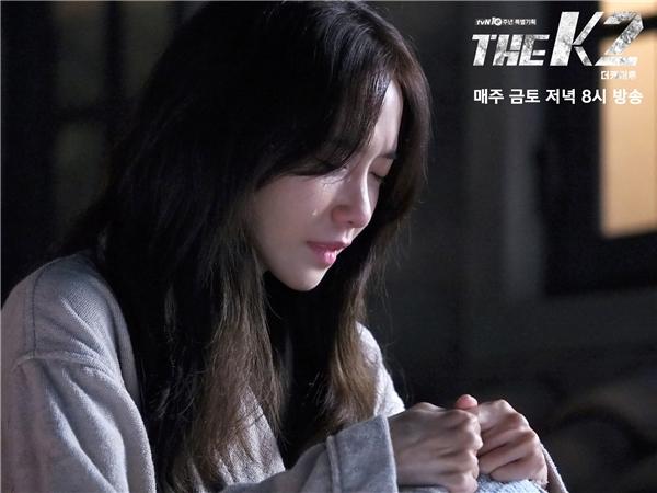 Mặc The K2 thể loại hành động, Yoona vẫn khóc