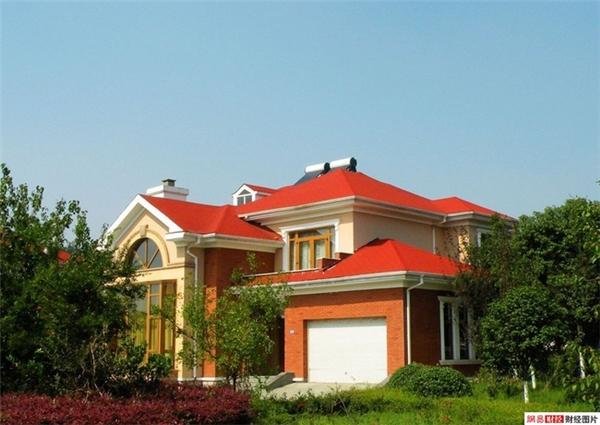 Các cư dân của làng Hoa Tây ở trong những ngôi biệt thự rộng rãi và đầy đủ tiện nghi.