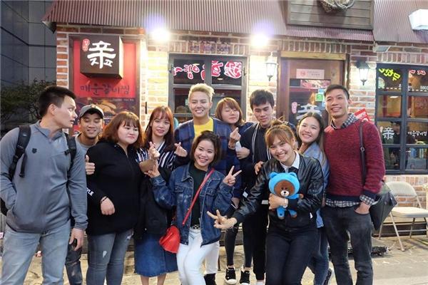 Sau chuyến đi này, diễn viên Duy Khánh sẽ trở về Việt Nam, cùng với ê-kípphim điện ảnh Chạy Đi Rồi Tínhthực hiện chiến lược showcase quảng bá cho phim đến cuối năm. Bật mí là phim sẽ ra rạp vào mùng 1 Tết, tức ngày28/01/2017. - Tin sao Viet - Tin tuc sao Viet - Scandal sao Viet - Tin tuc cua Sao - Tin cua Sao
