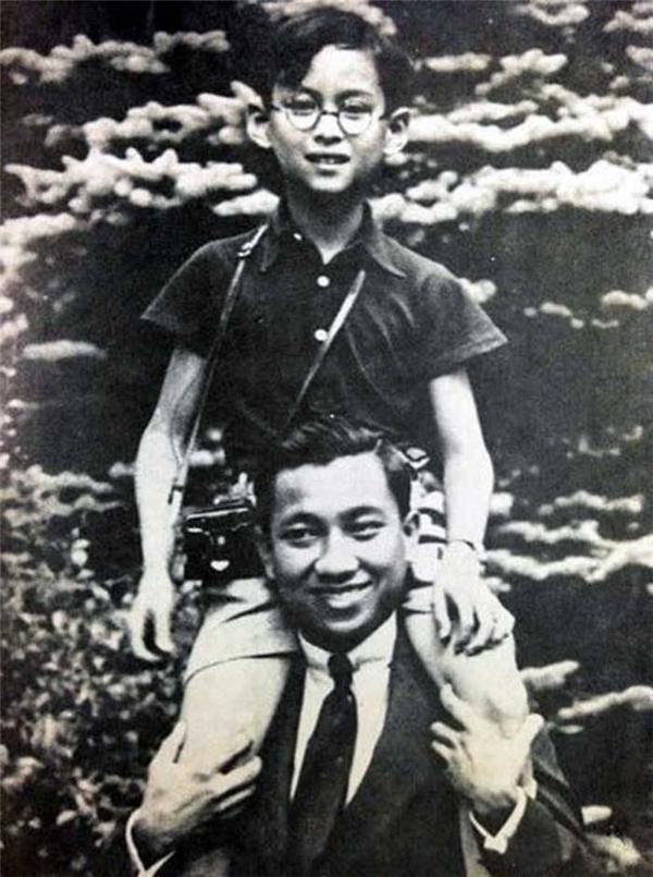 Quốc vương Bhumibol Adulyadej lúc còn nhỏ.(Ảnh: Internet)
