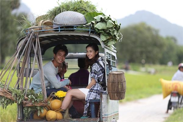 Cả hai đã cónhững khoảnh khắc mới mẻ khi khám phá ở những đồi cao su hay những chuyến xe lam chiều của thôn quê. - Tin sao Viet - Tin tuc sao Viet - Scandal sao Viet - Tin tuc cua Sao - Tin cua Sao
