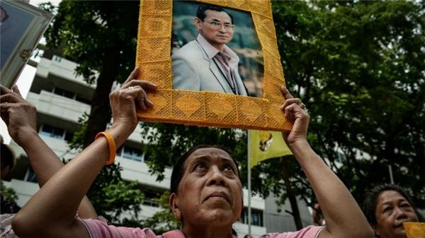 Vì sao thần tượng của hơn 67 triệu người Thái là Quốc vương Bhumibol?