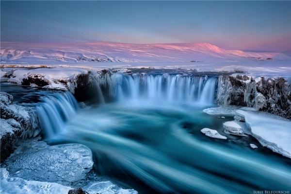 """Godafoss được xem là """"thác nước của các vị thần"""" tạiIceland."""