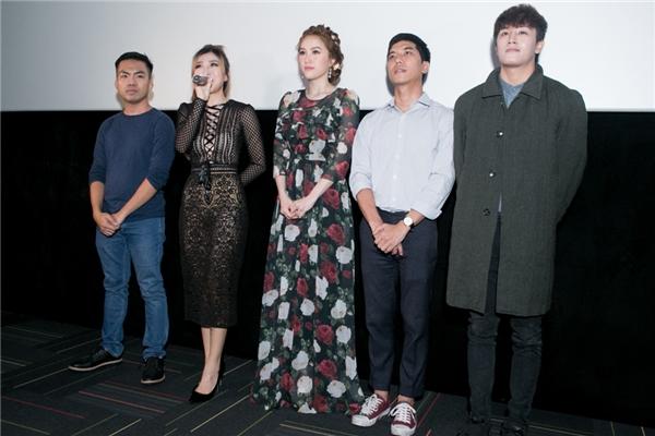 Ê-kíp đã làm nên thành công của MV I Love U của Bảo Thy gồm có: đạo diễn Gin Trần, stylist Mai Khang và bạn diễn Huy Phong. - Tin sao Viet - Tin tuc sao Viet - Scandal sao Viet - Tin tuc cua Sao - Tin cua Sao