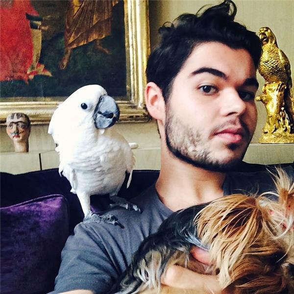 Robert Cavalli (24 tuổi), con trai và người thừa kế của nhà thiết kế thời trang danh tiếng người Italia Roberto Cavalli, nổi tiếng với độ ăn chơi không ai sánh bằng.