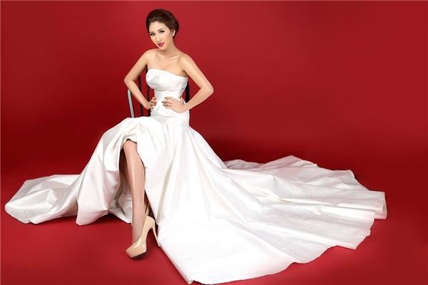 Bảo Như sẽ diện thiết kế của Vincent Đoàn cho phần trình diễn trang phục dạ hội. Thiết lế lấy sắc trắng làm chủ đạo với phom váy tôn đường cong ở nửa trên và xòe rộng bên dưới.