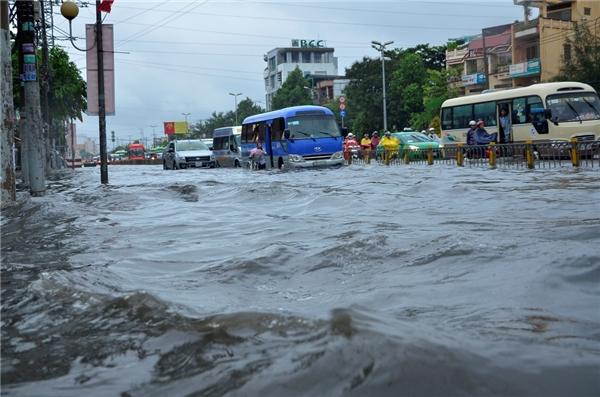 Theo dự báo trong giờ cao điểm vài ngày tới, nhiều tuyến đường ở Sài Gòn rơi vào tình trạng ngập nước.