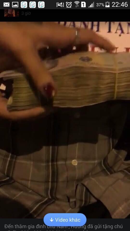 Cư dân mạng phát hiện điều bất thường ở cọc tiền. (Ảnh: Cắt clip)