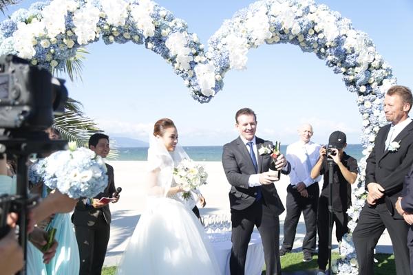 Những hình ảnh vô cùng ngọt ngào được chụp lại trong đám cưới.