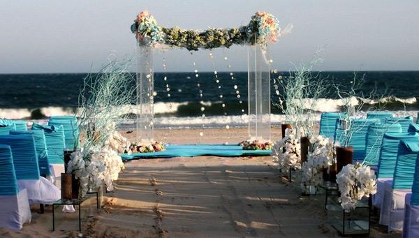 Thậm chí có rất nhiều gia đình còn tổ chức đám cưới ngoài trời .