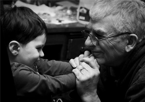 Qua bức tâm thư cảm động, nhiều cư dân mạng dànhsựủng hộ nhiệt tìnhcho Chad và ông ngoại của mình. (Ảnh minh họa)