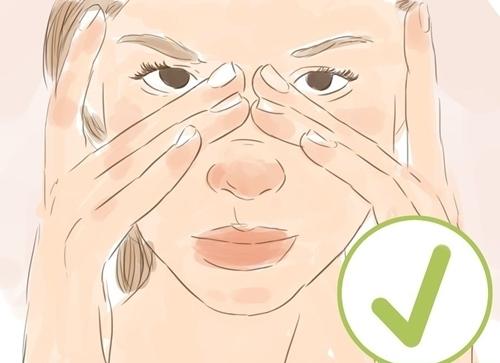 Massage giúp giảm căng thẳng mắt.