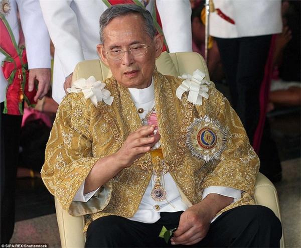 Quốc vương Bhumibol là vị vua trị vì lâu nhất thế giới với 7 thập niên tại ngôi.