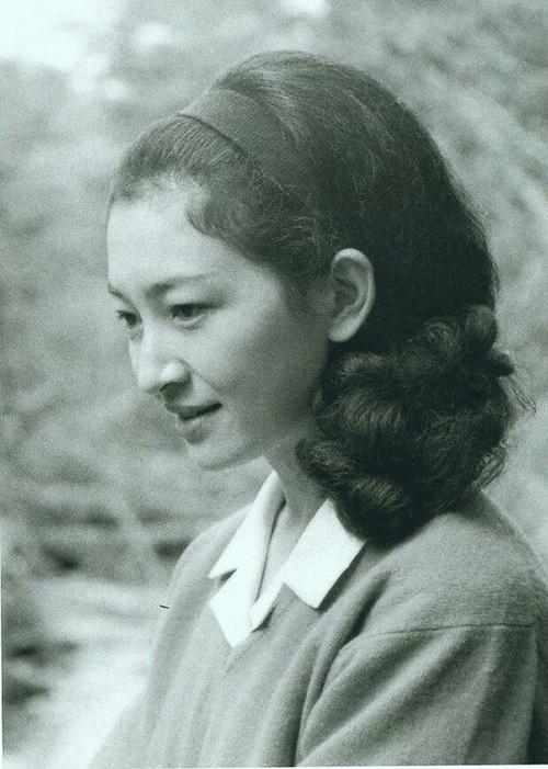Hơn 80 tuổi, hoàng hậu Nhật Bản vẫn mặc đẹp