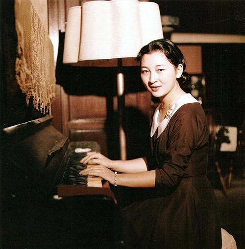 Nhan sắc xinh đẹp, phúc hậu của bà Michiko thời trẻ.