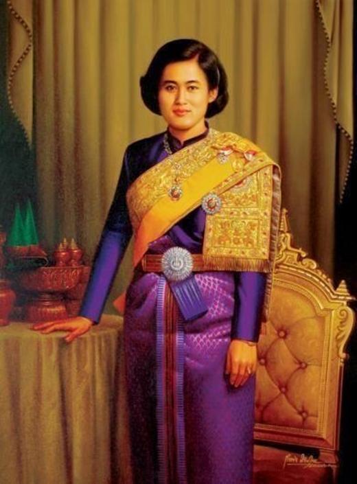 BàMaha Chakri Sirindhorn sinh ngày 2 tháng 4 năm 1955.