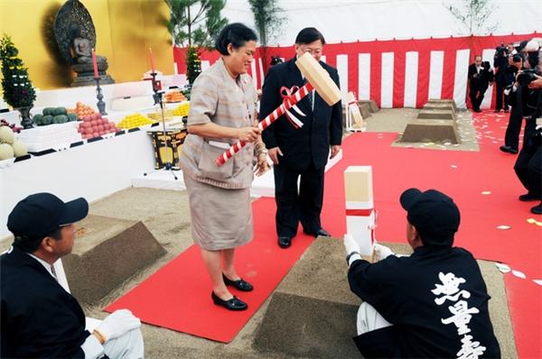 Trên cương vị Công chúa Thái Lan, bà đã có các chuyến vi hành và viếng thăm người dân khắp nơi trên cả nước và bạn bè quốc tế.