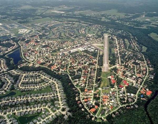 Sự xa hoa của thị trấncó thể minh chứng bằng hàng loạt máy bay tại đây.