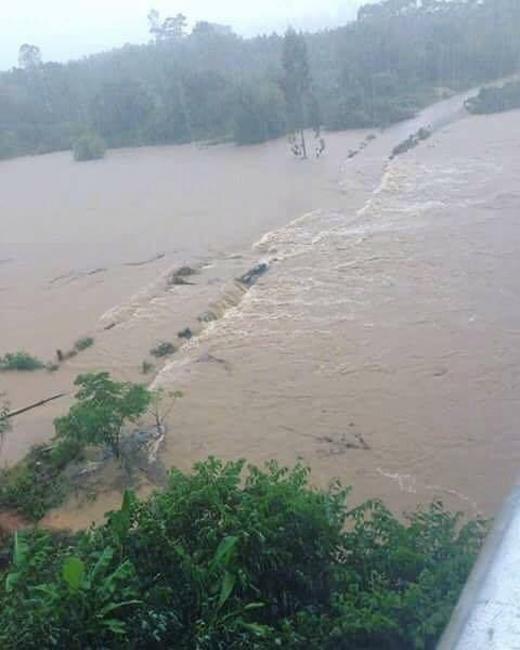 Mưa lớn khiến mực nước ở các sông dâng cao.