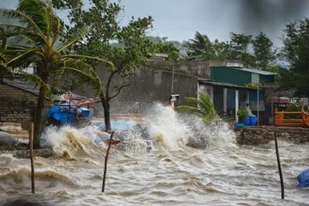 Người dân ở khu vực bão quét qua cần khẩn trương di dời và cóphương án đối phó với bão.