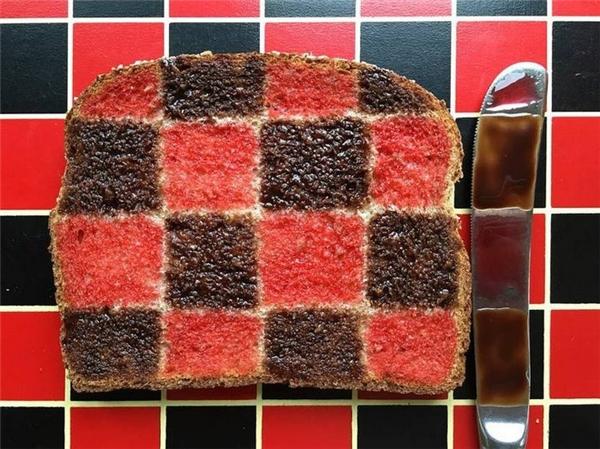 Bánh cũng phải ton-sur-ton với bàn thì mới đúng chất nghệ thuật.
