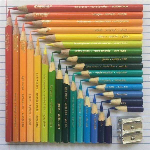 Hãy thử bỏ tí thời gian để nghịch với những cây bút màu bạn nhé.