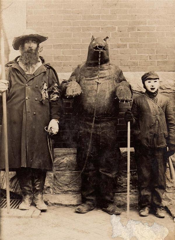 Nếu có cuộc thi trang phục Halloween thì bộ ba này chắc chắn giật giải nhất luôn.