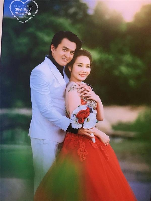 Theo một nguồn tin, bà xã của Cao Minh Đạt tên Thanh Trúc và không hoạt động trong môi trường showbiz. Hai vợ chồng đã quen nhau được 3 năm.