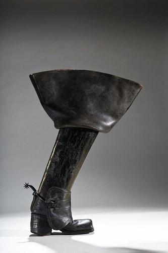 Giày boots cao cổ ở nước Anh vào thế kỉ XVIII, đàn ông thường sử dụng chúng trong những điều kiện khắc nghiệt.