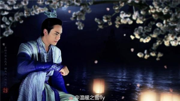 Trần Vỹ Đình vàovai đại sư huynh Lăng Việt trong Cổ kiếm kỳ đàm.