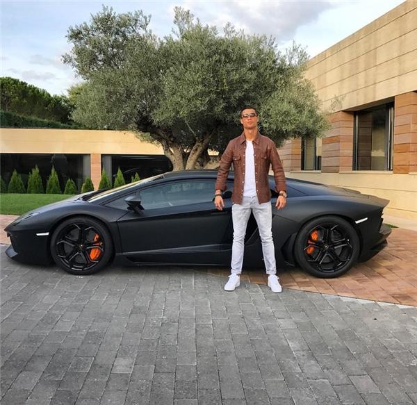 Tấm ảnh 3 triệu like của Cristiano Ronaldotrên trang cá nhân.