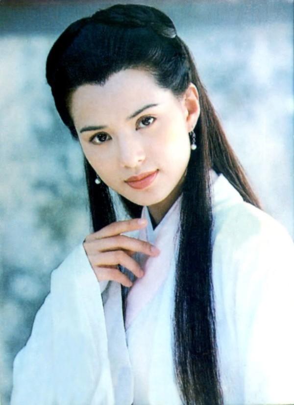 Với vai diễn Tiểu Long Nữ trong Thần điêu đại hiệp, ấn tượng về Tiểu Long Nữ của Lý Nhược Đồng chính là vẻ đẹp thuần khiết, cao quý và lạnh lùng.