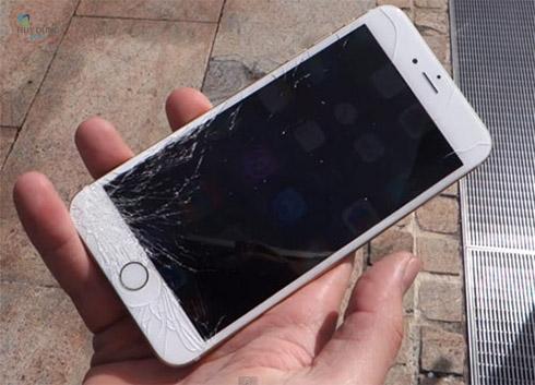 Dùng kĩ đến mức nào thì màn hình điện thoại của bạn cũng bị trầy xước. (Ảnh: internet)