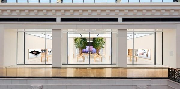Phong cách thiết kế hoàn toàn theo phong cách những cửa hàng Apple Store khác của hãng. (Ảnh: internet)